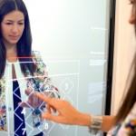 eBay lanza su tienda física del futuro con espejos mágicos